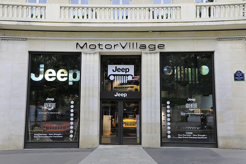 Jeep sur les Champs Elysée