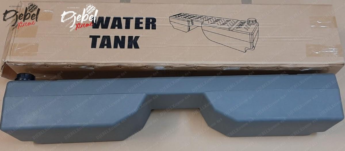 Une réserve d'eau derrière les sièges avant